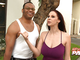 Gianna michaels flashes her sweet in 4k...