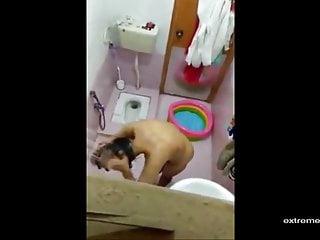 Sali ko Bathroom me nahati hua Camera me khicha