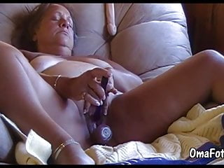 Omafotze granny is playing with her pussy...