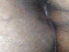Mostrandole il buco del culo