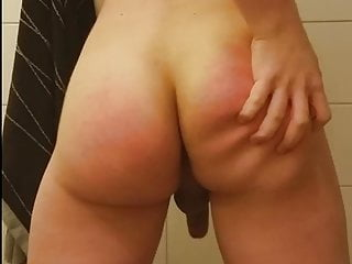 Twink spanking his jiggly booty 2...