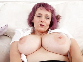 English milf tigger plays with her and pink...
