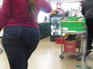 Fat juicy chick fills out her jeans...