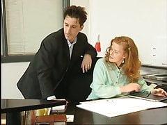 Rothaarige Angestellt weil Chef mehr Gehalt zahlen will