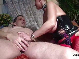 La mamma tedesca MILF seduce a scopare di Neigbour