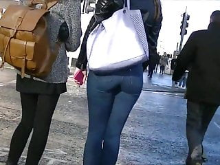 Candid redhead with peach ass in tight jeans