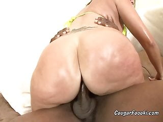 Slutty mommy Vannah Sterling enjoys banging by a BBC