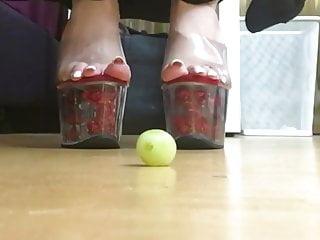 Video 1218388701: barefoot crush, teasing straight, long tease