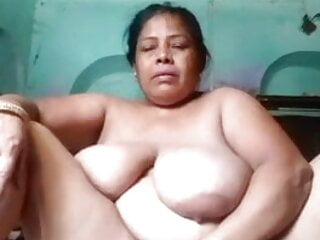 Mature Moti Aunty Fingering Pussy & Showing Nude Body