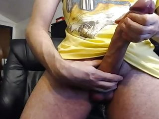 hunk shows his 30 cm cock