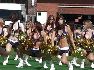 Bekannte Tanja und Melina Cheerleading fuer info PM