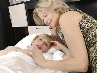 Hairy moms try lesbian sex