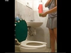 turkish woman relaxes in the toilet turkish milf