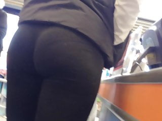 UK Candid Bubble Butt Blonde Teen VPL