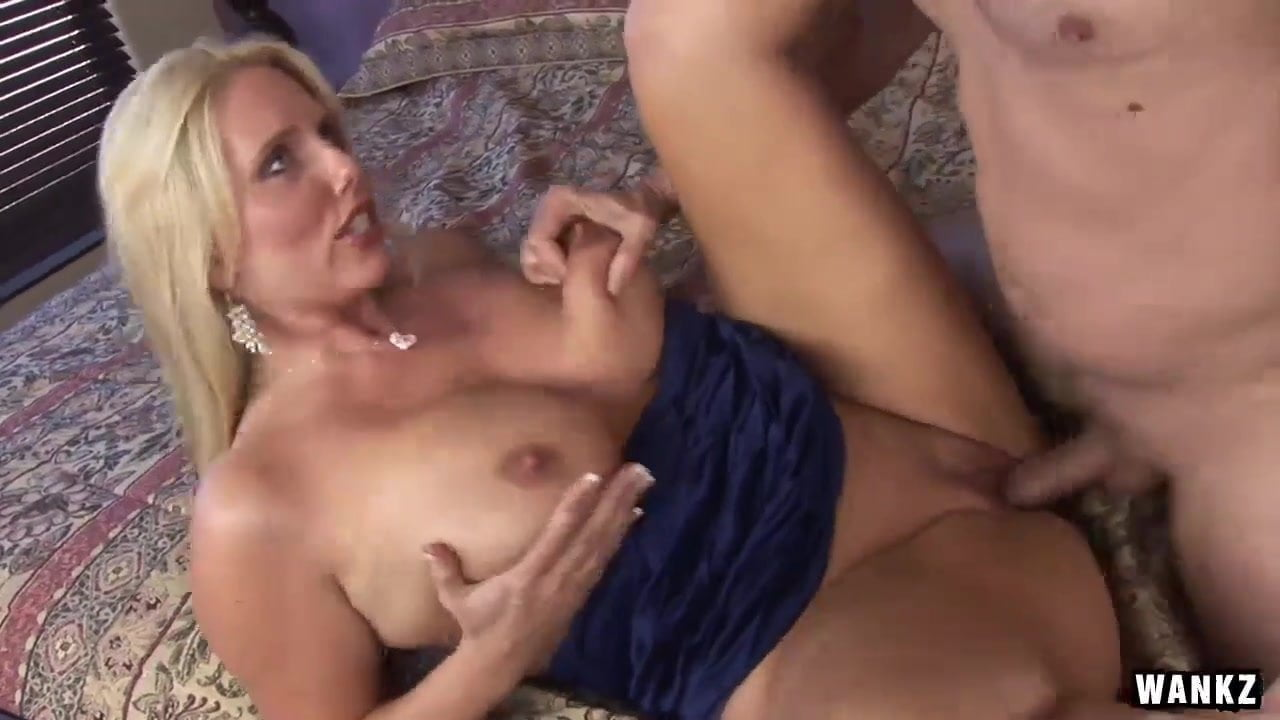 4 Lesbians Fucking three horny old and young lesbians fuck on the couch