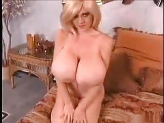 Huge boobs amazing.