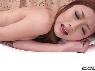 溫柔的日本美女喜歡玩她的濕貓