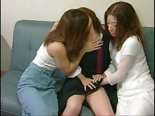 The best 3 japanese girls tongue kissing sex...