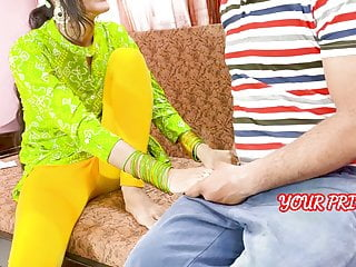 YourPriya Behan gives first experience to bhai to dump her girlfriend