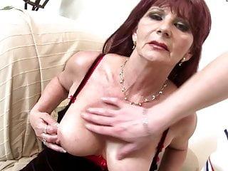 Nonna super puttana prende giovane grosso cazzo