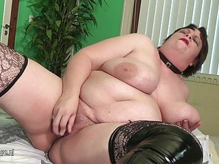 Fat squirts and suck cock...