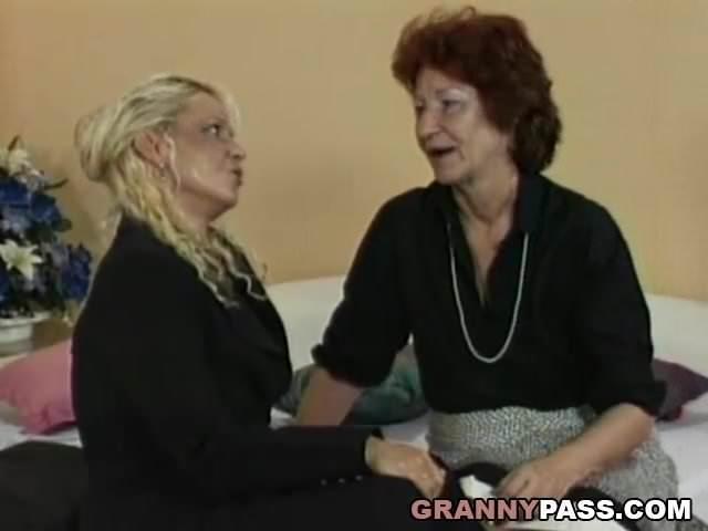 Két idős leszbikus anyuka - anya leszbi pornó