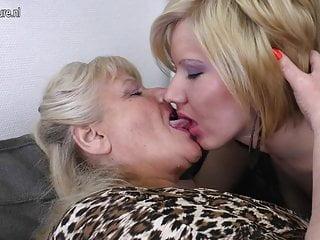 Nonna scopa mamma e ragazza mature