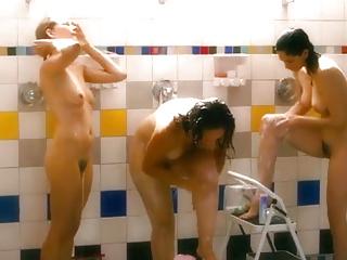 Scene di doccia di celebrità nude Vol 1