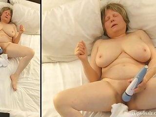 La mamma si dedica alla frenesia della masturbazione