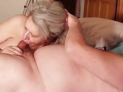 Idős anyuka leszopta fia farkát