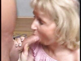 Mature blonde loves face...
