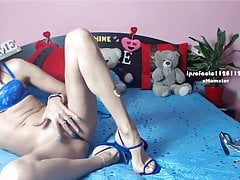 Skinny MILF : all in blue. Thin sandals arching feet. Part 1