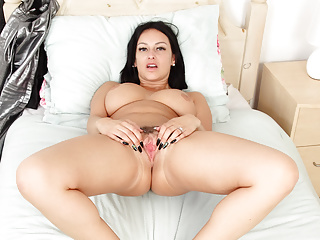 British hot milf fanny fingers her Cassie