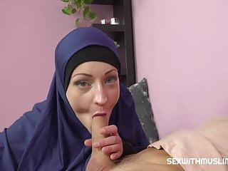 Horny muslim woman was caught while watching porn...