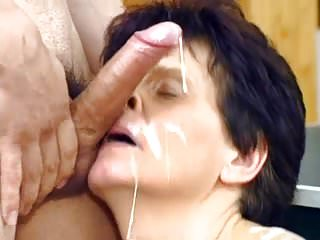 Loves facial cumshot...