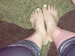 Cumshot on her sexy feet and toes
