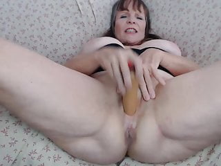 asshole huge penetrates and pussy Slutty MILF